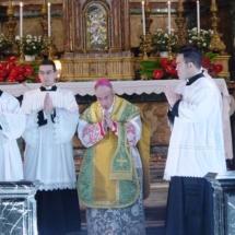 fiuvrome2007_his-excellency-archbishop-luigi-de-magistris-celebrates-sunday-mass-at-church-of-gesu-e-maria